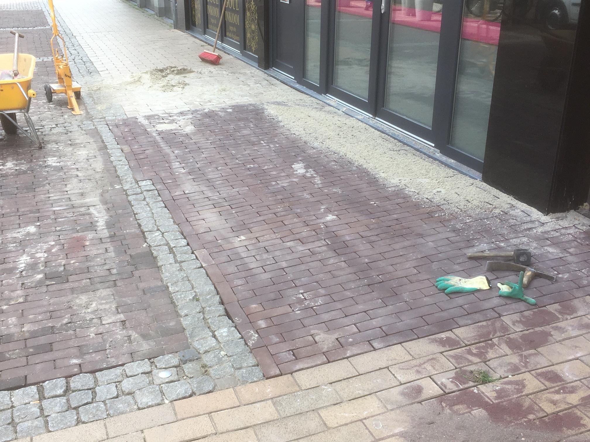 Aanleg proef gevelstrook in de Oudestraat